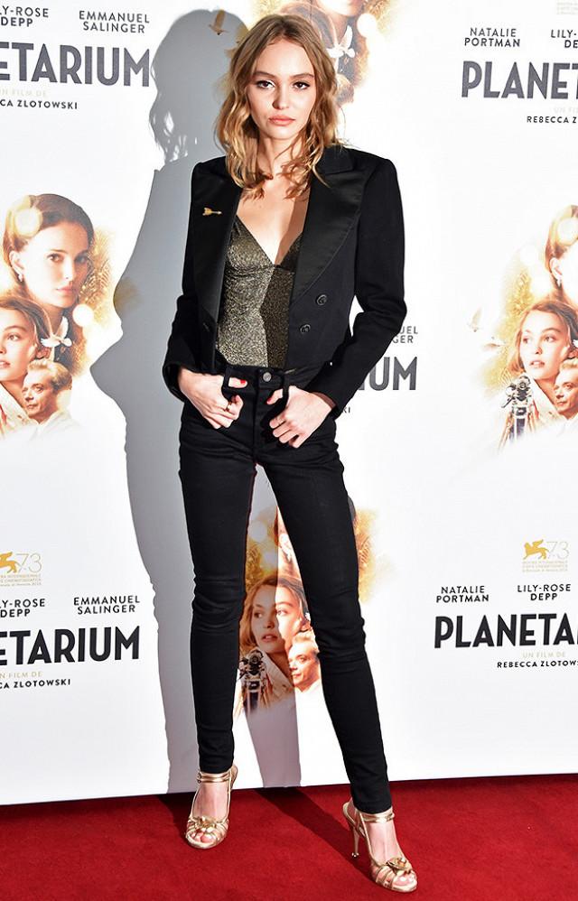 lily-rose-depp-wearing-skinny-jeans