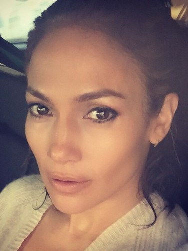 Jennifer Lopez No Make-up Selfie