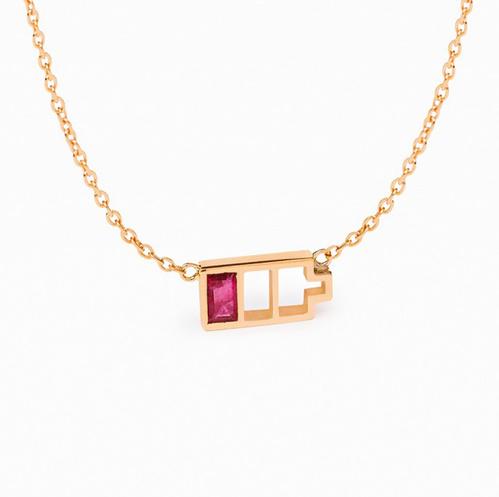 Collier Low Battery de Nadine Ghosn en or rose et rubis