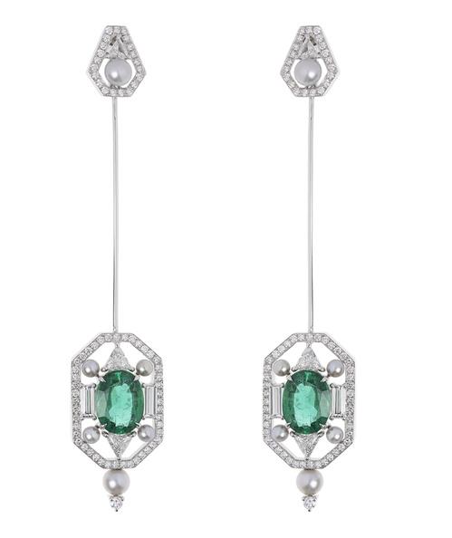 Boucles d'oreilles transformables en broche de Nikos Koulis en or blanc, diamants, perles et émeraudes