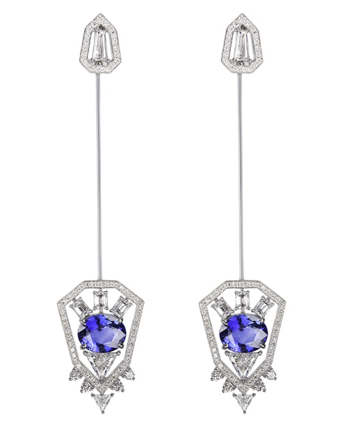 Boucles d'oreilles transformables en broche de Nikos Koulis en or blanc, diamants et saphirs